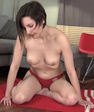 Tegan Mohr Humps Her Foot